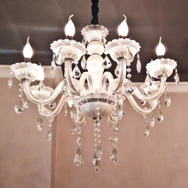 Lustre pampilles blanc 8 bras baroque roma for Lustre baroque blanc